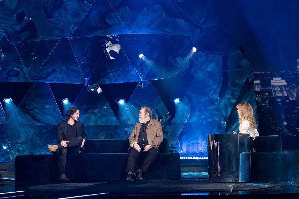 Photo de plateau avec Guy Nadon Éric Bruneau et Julie Snyder à La semaine des 4 Julie