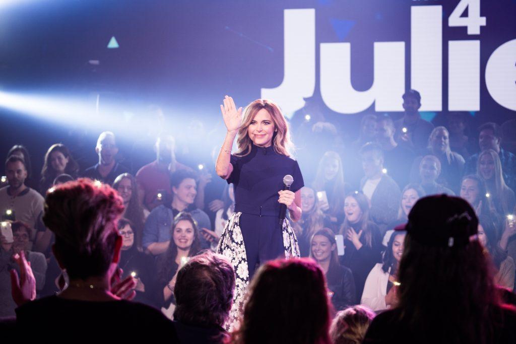 Photo Julie Snyder et public La semaine des 4 Julie