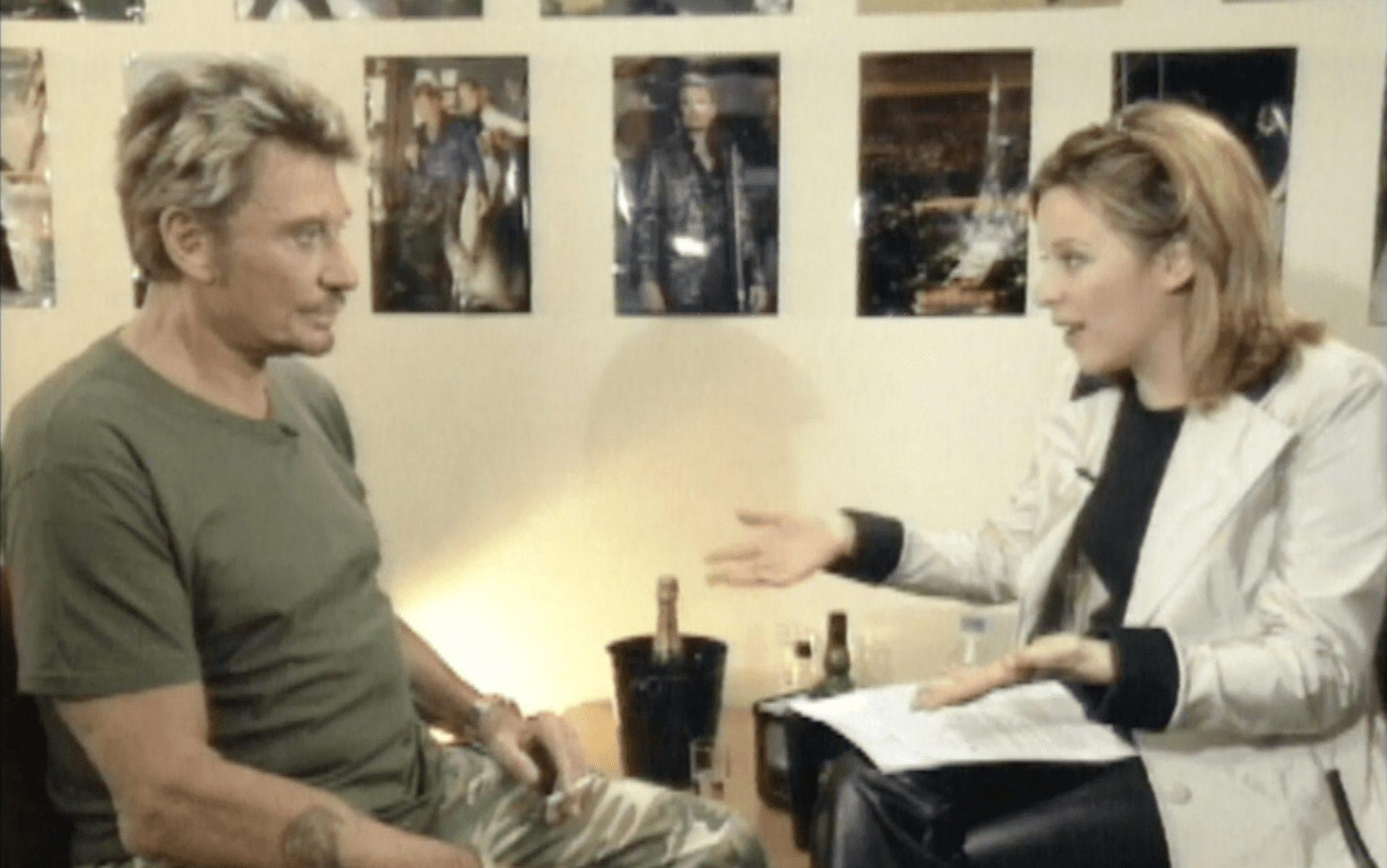 Johnny halliday allume le feu avec Julie Snyder