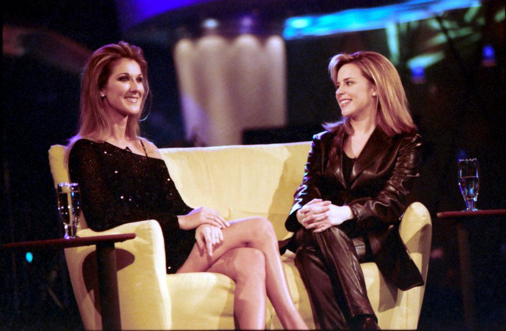Julie Snyder et Céline Dion Le poing J